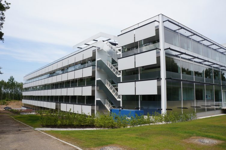 T440 external blinds on office building