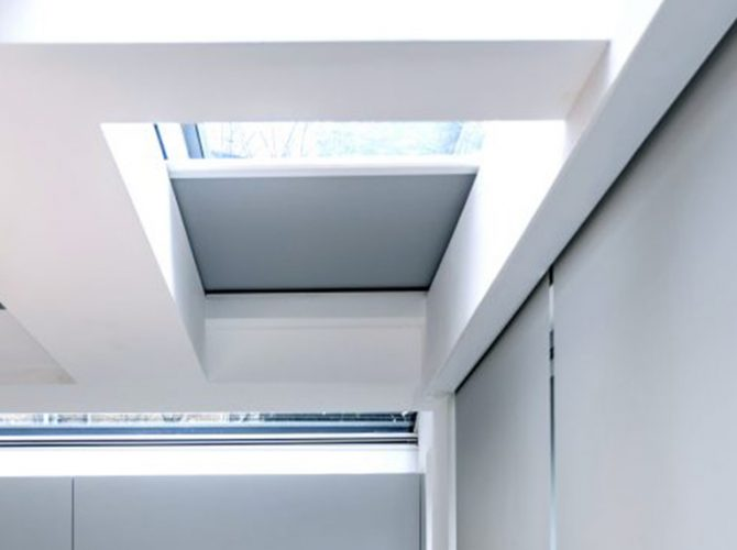 Rooflight blind shutting